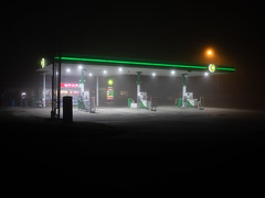 BP (Bahi P) Tags: bp hythe folkestone kent fog night petrolstation spar