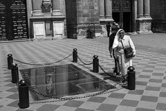 At the Metropilitana Cathedral (.sl.) Tags: mexico mexique streetphotography church nun religion sidewalk zocalo cathedralmetropolitana mexicocity blackandwhite bw women tourist