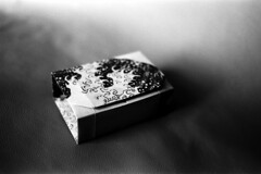 2018061210 (J E) Tags: origami box paper film 35mm kodak trix ilford id11 bw canon 1nrs 40mm stm