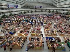 fair at goverment complex (the foreign photographer - ฝรั่งถ่) Tags: government complex market fair chaengwattana road laksi bangkok thailan sony