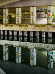 Wasquehal-3.jpg (B.2Lange) Tags: wasquehal canal reflet poteau eau