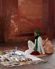 green turban (kexi) Tags: india asia uttarpradesh fatehpursikri bulanddarwaza vertical man vendor handbags green turban red sandstone trade samsung wb690 february 2017