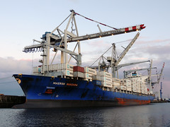 Maersk Niagara (IMO 9434905) (Parchimer) Tags: containerschiff containership cargovessel schiff ship hamburg maersk hafen port hansahafen