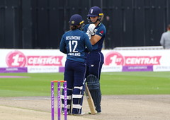 Tammy Beaumont and Amy Jones (Brighthelmstone10) Tags: cricket cricketclub cricketground wicket wicketkeeper bowl bowler bowled bowling ball batsman bat batting batted eastsussex sussex brighton hove womenscricket ladiescricket pentax pentaxk3ii pentaxk3 pentaxdfa150450mm