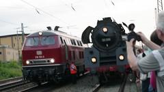218 155-0 und 01 519 (04) (Disktoaster) Tags: eisenbahn zug railway train db deutschebahn locomotive güterzug bahn pentaxk1 dampflok steamer steamlocomotive 01519 westfalendampf