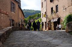 Conques / Aveyron (50) / França / France / Francia (Ull màgic (+1.500.000 views)) Tags: conques aveyron frança france francia nucliantic carrer calle edifici arquitectura façanes contrallum contraluz fuji xt1