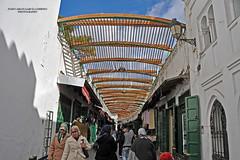 Tétouan. In the Medina (Juan C. García Lorenzo) Tags: tétouan tetuán morroco marruecos maroc africa áfrica maghrib arab árabe travel viajes nikon nikond90 medina people gente