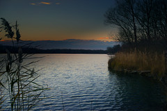 Abend am See bei Linkenheim (MHikeBike) Tags: see landschaft abend sonnenuntergang sunset farbig himmel wasser boote büsche wald rheinebene rhein lake landscape eve coloured sky water boats shrubbery forest rhine badesee linkenheim