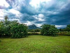 L'orage menace (jeffandcompagny) Tags: blue bleu vert green lagarde toulon provence ciel orage cloud artistic naturel sud south spring printemps