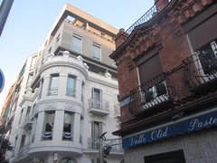 Bank and pastry shop, Eclectic building styles, Calle  Lopez de Hoyos, Prosperidad, My neighbourhood, Madrid (d.kevan) Tags: madrid spain prosperidad myneighbourhood callelopezdehoyos buildings architectualdetails banks shops balconies windows decorativedetails pastryshops