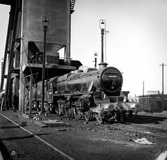 44680 (f22photographie) Tags: steamlocomotive britishrailways railwaysinthe1960s blackfive black5 44680 mpd 8h birkenheadmollingtonstreetmpd railwayshed railwaymotivepowerdepot railwaycoalingtower blackandwhite monochrome