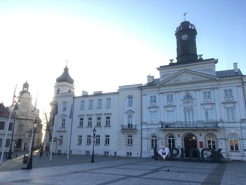 Ratusz w Płocku i fasada wschodnia kościoła farnego św. Bartłomieja w Płocku