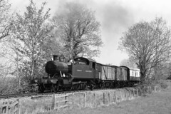 5526 GWR 4575 Class (Roger Wasley) Tags: 5526 gwr 4575 class greatwesternrailway smallprairie chinnorprincesrisboroughrailway steam trains railways heritage southdevonrailway blackandwhite mono monochrome oxfordshire 30742charters