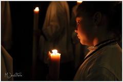 A la luz de las velas (María Jesús Feria) Tags: vela noche nocturno niños cera sevilla semanasanta