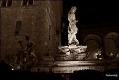 F light firenze 2015 (imma.brunetti) Tags: firenze luci flight notte luminarie toscana natale fontana statua scultura piazzadellasignoria seppia nettuno