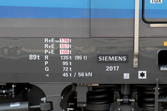 SBB Cargo International Siemens Vectron Lokomotive Baureihe 193 466 - 0 D - SIEAG mit Taufname Bellinzona ( Inbetriebnahme 17.01.18 - Elektrolokomotive Triebfahrzeug ) am Bahnhof Spiez im Berner Oberland im Kanton Bern der Schweiz (chrchr_75) Tags: christoph hurni chriguhurni chriguhurnibluemailch chrchr april 2018 chrchr75 schweiz suisse switzerland svizzera suissa swiss albumbahnenderschweiz albumbahnenderschweiz20180106schweizer bahnen bahn eisenbahn train treno zug juna zoug trainen tog tren поезд lokomotive паровоз locomotora lok lokomotiv locomotief locomotiva locomotive railway rautatie chemin de fer ferrovia 鉄道 spoorweg железнодорожный centralstation ferroviaria albumbahnhofspiez bahnhof spiez kantonbern berner oberland