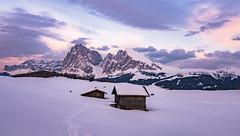 Abends auf der Seiner Alm (19MilkyWay89) Tags: seiner alm alpe di siusi snow landscape winter mountains italy südtirol hütte
