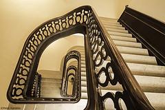 Hamburg - Streit's Haus (peterkaroblis) Tags: hamburg treppenhaus staircase treppen stairs gebäude buildings architektur architecture innenarchitektur interieur interiorarchitecture interiordesign lines curves linesandcurves geometry geometrie streitshaus