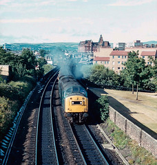 40 160 with 5M84/1M84 leaving Ayr. 21/07/84. (Marra Man) Tags: ayr ayrstation 1m84 5m84 class40 40160 britishrail whistler