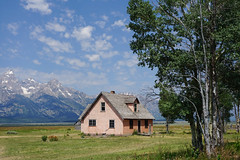 GRAND TETON -Mormon Row Historic District-01 (TravelKees) Tags: usa vakantie house farm wyoming grandteton nationalpark