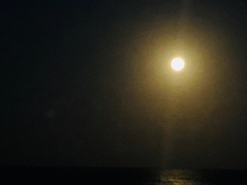 20180331-192952 [r8_IMG_4777] moon over the Pacific