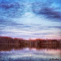 Full moon rising at sunset! (Edale614) Tags: sunset sunsetsaroundtheworld fullmoon naturelovers nature columbus ohio clouds reflection