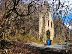 THE OLD MULE BARN RUIN IN APRIL 2018 (richie 59) Tags: ulstercountyny ulstercounty newyorkstate newyork unitedstates trees kingstonny kingston rondoutny rondout downtownkingstonny downtownkingston abandoned vacant spring richie59 overgrown abandonedbuilding vacantbuilding america outside weekday friday downtown 2018 april202018 april2018 2010s hudsonvalley midhudsonvalley midhudson ny nys nystate usa us city smallcity urban concretebuilding oldconcretebuilding oldbuilding weeds grass ruin building rotting garbagepails street citystreet vines obsolete burnedout