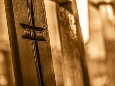 Croix de la cathédrale (jérémydavoine) Tags: cathedral cathédrale cathédralenotredame église church églisenotredame chaise chair cross croix catholic religion basrelief lowrelief