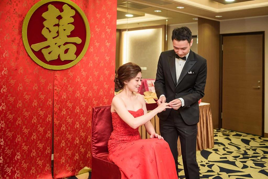 訂婚儀式戴戒指