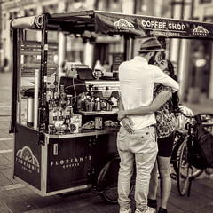 Coffee with love (vic_206) Tags: love amor amore beso kiss france toulousse blackandwhite xiaomimia1 bokeh bisous streetphotography bike girl rue mobilephoto robado stolen
