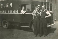 Renkum Onder de Bomen 4 Wasserij Peelen met Oom Piet met Binkie en vh Engelse brandweerauto ca 1950 Collectie Geep Peelen (Historisch Genootschap Redichem) Tags: renkum onder de bomen 4 wasserij peelen met oom piet binkie en vh engelse brandweerauto ca 1950 collectie geep