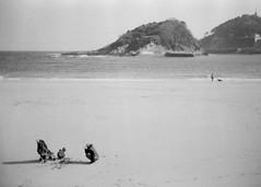 Capturing a moment (cluffie598) Tags: sansebastian donostia basque gipuzkoa spain concha beach bay canonae1 ilford