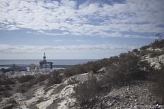Mar de la plata. (elojeador) Tags: plataforma muelle puerto mediterráneo marmediterráneo lastra mata matorral matojo sancristobal barco nube edificio forma elojeador
