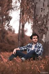 (alexrf96) Tags: alexrf96 aleruiz alexruiz alejandroruiz alejandroruizfernándezdeangulo photo photograph foto fotografía canon canonista picoftheday sevilla seville andalucía andalusia españa spain retrato portrait chico hombre boy man model modelo nublado windy ventoso cloudy cloud lluvia rain campo field verde green plantas plant