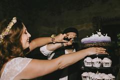 cut the cake (Yuliya Bahr) Tags: bride wedding cake cutacake hochzeitsfotografkoeln hochzeitrittergutorr sweet portrait girl weddingreportage weddingphotographercologne colognewedding happy smile
