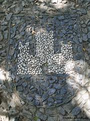 Le Blason des Castelnou(du Xe au XIVe Siècle) (m.lebel) Tags: castelnou châteauvicomtal blason occitanie occitan languedocroussillon roussillon midipyrénées pyrénéesorientales pyrénées catalogne catalan payscatalan paysdoc languedoc