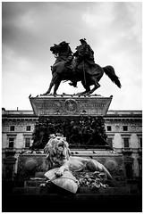 Monumento a Vittorio Emanuele II. Piazza del Duomo. Milan (Armando Alvarez) Tags: italia italy milan milano milán sculpture escultura blackandwhite blancoynegro bw nx300 travel
