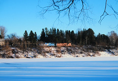 Banks of the Ontonagon (view2share) Tags: emd electromotivedivision engine evening eastbound els escanabalakesuperior elsrr december262002 december2002 december 2002 deansauvola michigan mi upperpeninsula uppermichigan northernmichigan northwoods northwood ontonagonriver ontonagon ontonagoncounty railway rr railroading railroad railroads rail rails railroaders rring roadtrip river track transportation tracks transport trains trackage train trees ob freight freightcar freightcars winter snow snowfall cold sd9 gp38 els402 els1224