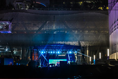 salesforce opening concert (pbo31) Tags: sanfrancisco california city urban nikon d810 color boury pbo31 may 2018 salesforce financialdistrictsouth night dark black concert stage opening rain wet missionstreet blue construction transbay terminal