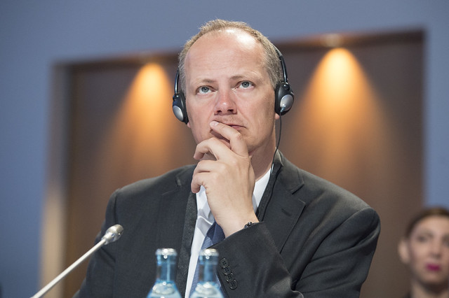 Ketil Solvik-Olsen listening in at the Closed Ministerial