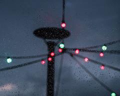20180510-167 (sulamith.sallmann) Tags: wetter abend abends abendstimmung abstract abstrakt blur evening klunkerkranich lamp lampe lampen lamps licht lichter light rain raindrops regen regentropfen unscharf weather sulamithsallmann