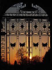 Sunset at the Nottingham War Memorial (DaveKav) Tags: gates sunset memorialarch warmemorialvictoria embankmentmeadowswest bridgford trent nottingham nottinghamshire olympus dusk