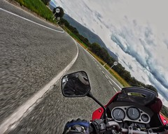 El placer de una curva bien trazada... (rosslera) Tags: hobbie ocio deporte rulando diversión yamaha moto carretera trazada curva