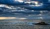 2017-09b-F5870 copia (Fotgrafo-robby25) Tags: alicante costablanca fujifilmxt2 marmediterráneo nubes rayosdesol rocas