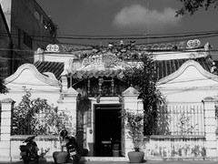 Le vieux temple chinois de Battambang, Cambodge, Février 2018. The old Chinese temple of Battambang, Cambodia, February 2018. (vdareau) Tags: communautéchinoise chinesecommunity chinois templechinois chinesetemple temple chinese colonial battambang cambodia cambodge asiedusudest southeastasia asia asie
