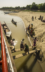 transport (cih94) Tags: irrawaddy river ဧရာဝတီမြစ် myanmar burma burmese ferry jetty transport unloading water boat people