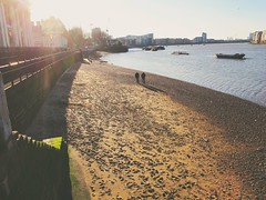 Light & life at low tide (S Clark) Tags: greenwich greenwichriverpath thames thamespathway thamesriverpath greenwichnavalcollege greenwichview sun herecomesthesun sunlight greenwichbeach lowtide beach peoplewatching canon canonpowershotg12 southeastlondon londonviews londonist london shadow