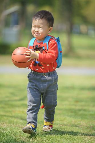 大宁公园玩皮球