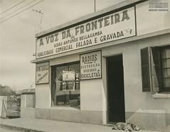 A Voz da Fronteira (Arquivo Nacional do Brasil) Tags: rádio estaçãoderádio radio uruguaiana riograndedosul fronteira border argentina arquivonacional arquivonacionaldobrasil nationalarchivesofbrazil história memória comunicação comunicações