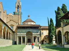 Italy - courtyard of Santa Croce (stevelamb007) Tags: bascilica italy italia florence firenze santacroce courtyard 2003 stevelamb
